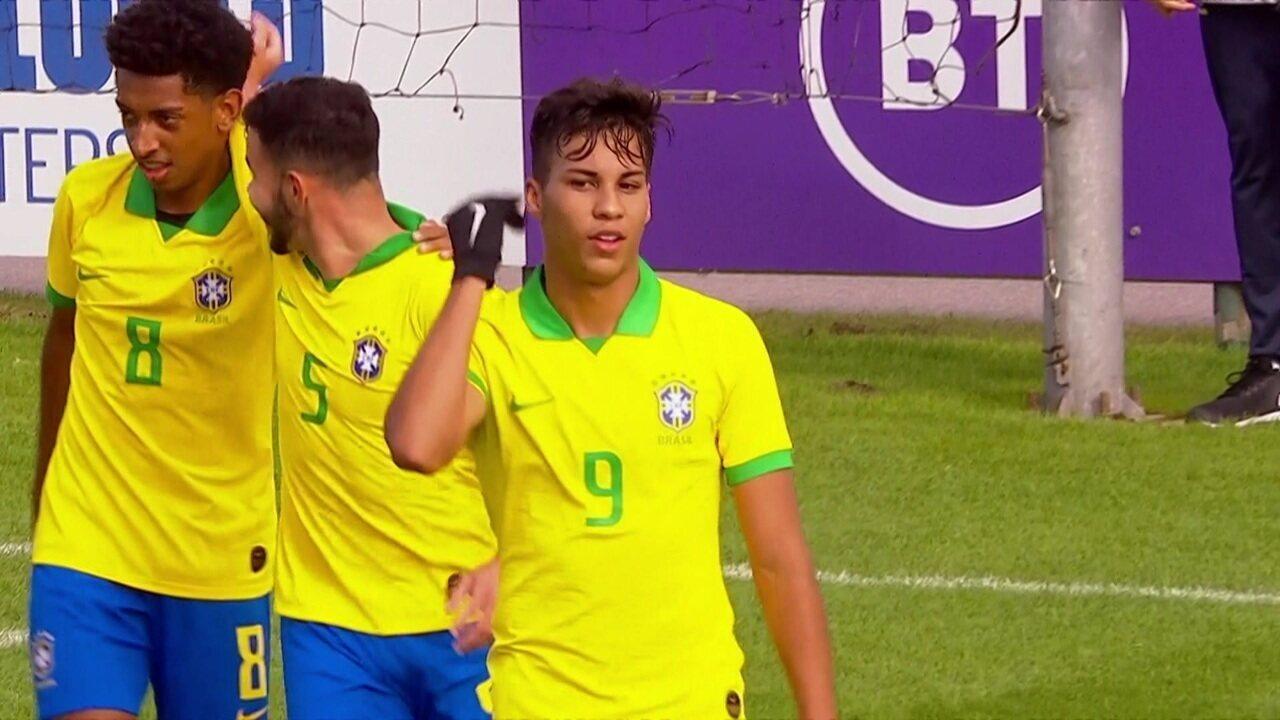 Gol do Brasil! Daniel cabral cruza para Kaio Jorge que faz um belo gol de letra, aos 45' do 1º tempo