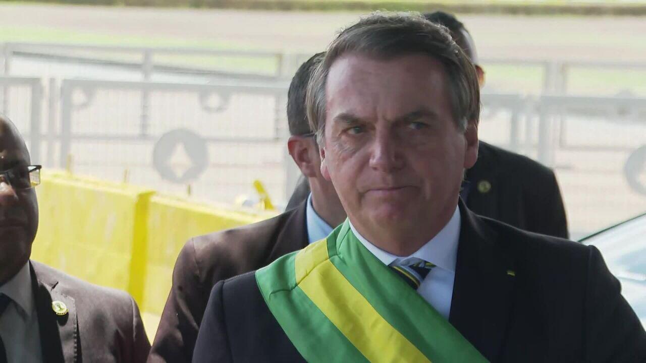 Bolsonaro deve ficar internado até domingo (15)