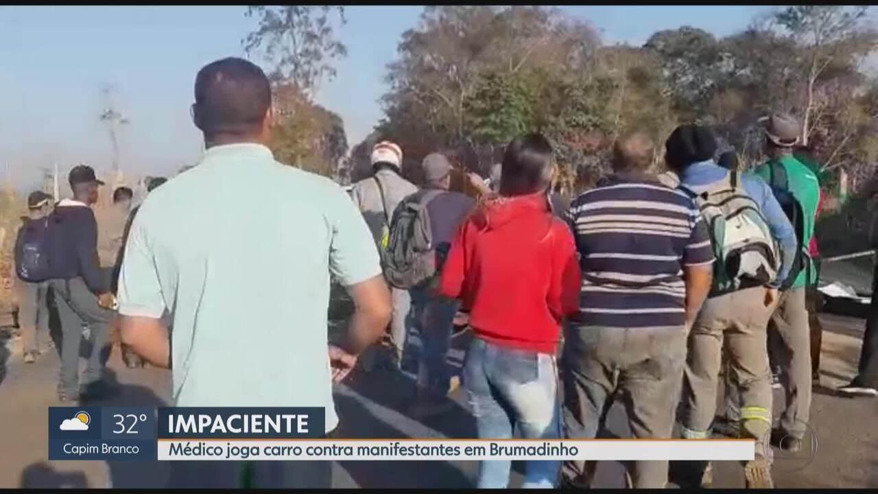 Médico tenta furar ato em Brumadinho, na Grande BH, e quase atropela manifestantes