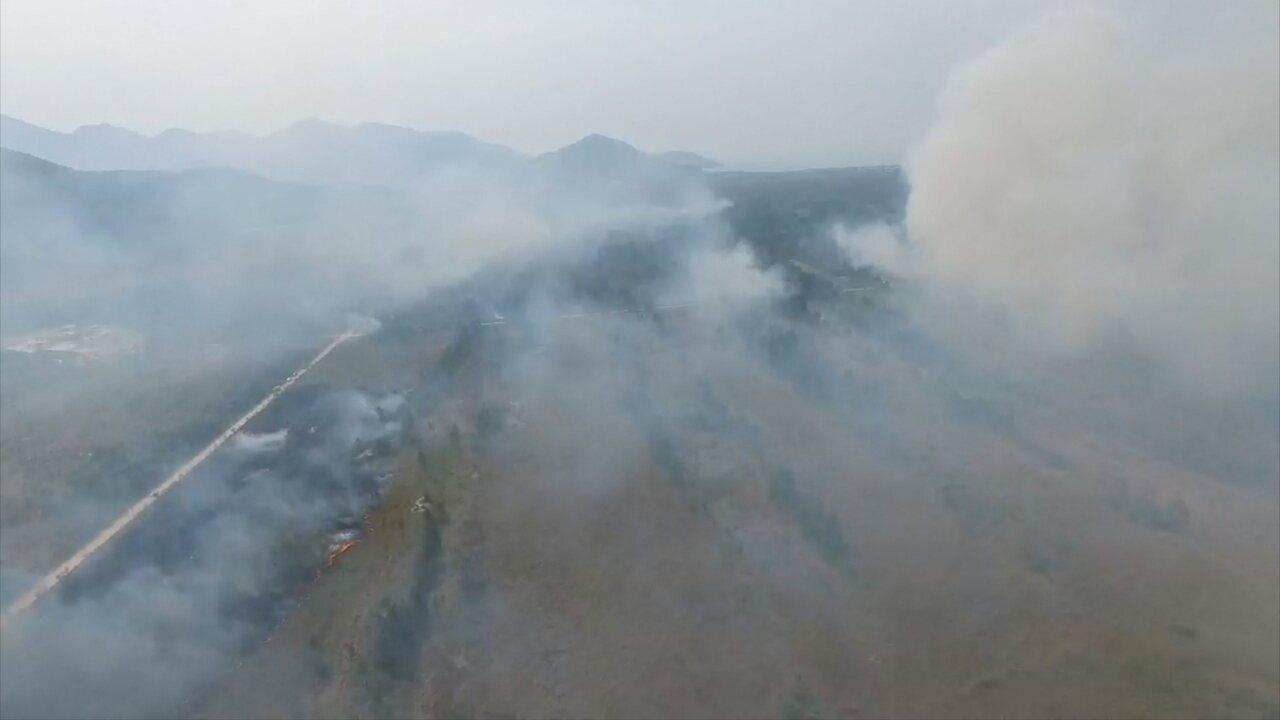 Vídeo mostra incêndio no parque estadual da Serra do Tabuleiro, em Palhoça