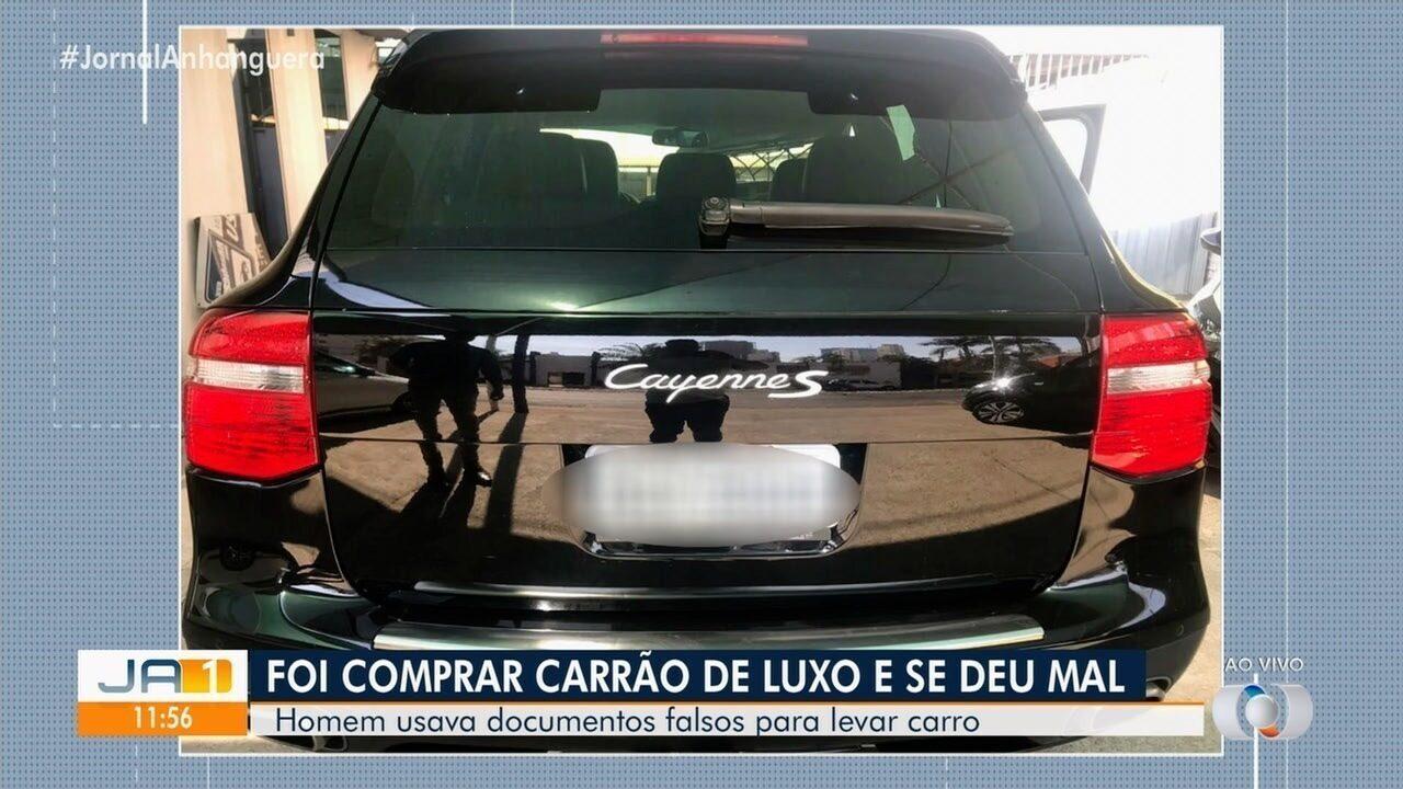 Pedreiro é preso suspeito de tentar comprar Porsche usando documento falso, em Goiânia