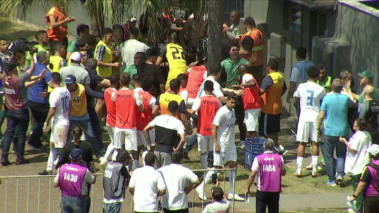 Virada e confusão! Jogadores do Londrina e do Coritiba trocam empurrões no fim da partida