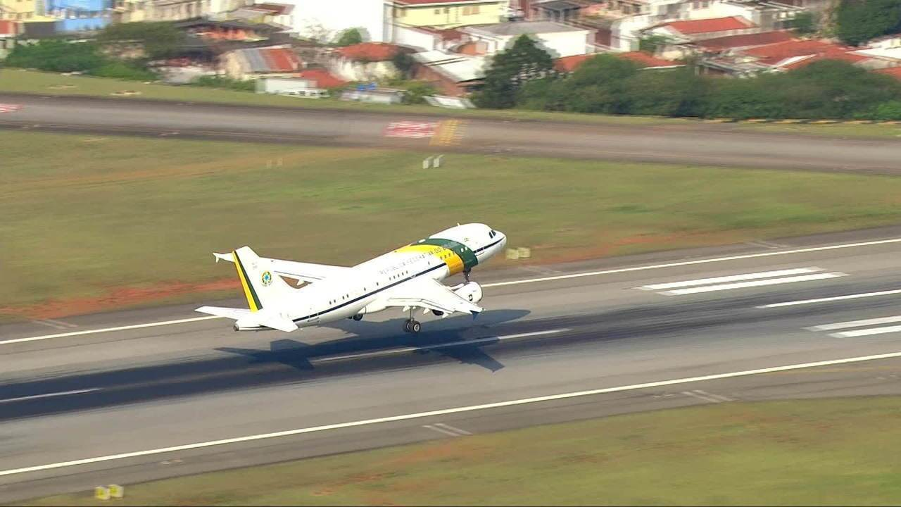 Bolsonaro tem alta e decola para Brasília