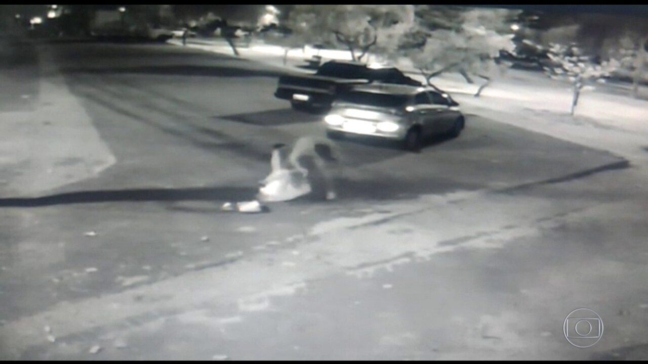 Câmeras de segurança flagram homem espancando a namorada, em Goiânia