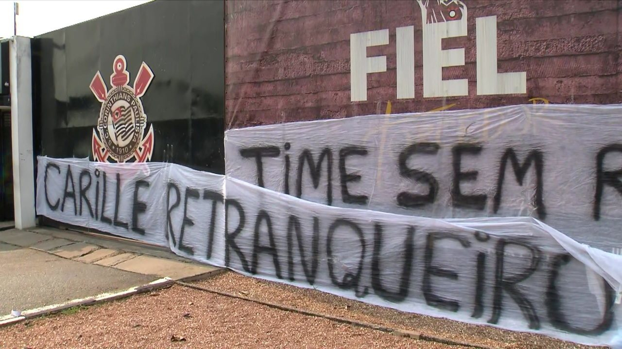 Comentaristas falam sobre protesto da torcida corintiana