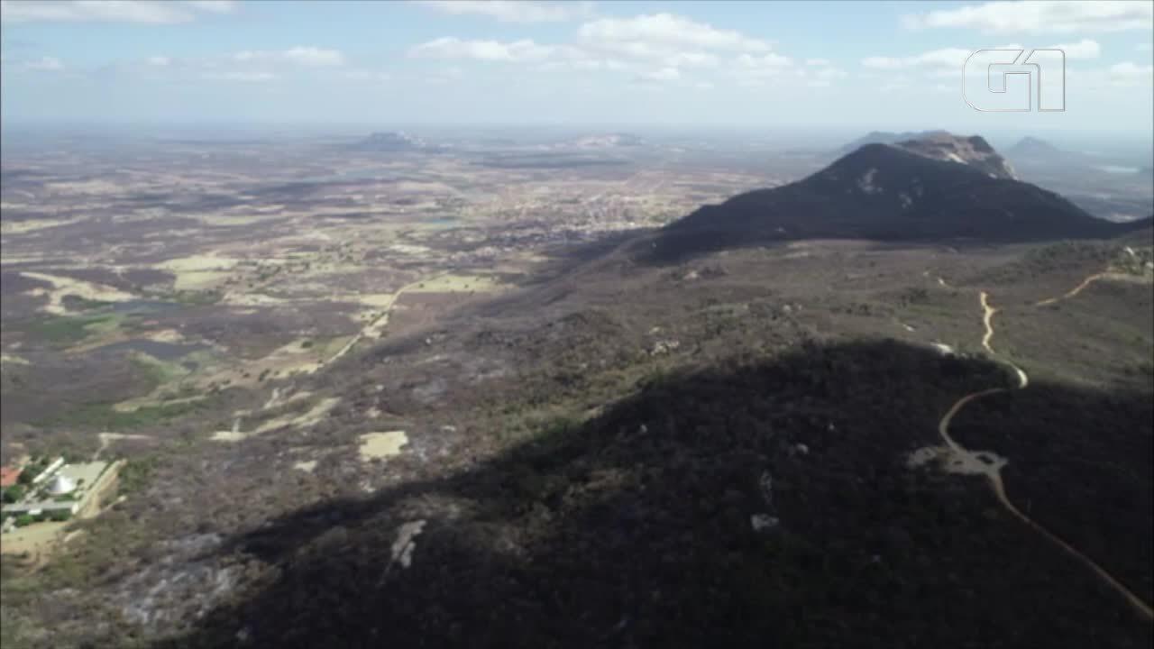 Imagem aérea mostra área atingida pelas chamas na Serra do Lima