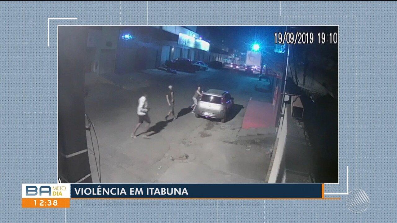 Resultado de imagem para Homens roubam carro de mulher em Itabuna, na Bahia; vídeo mostra ação