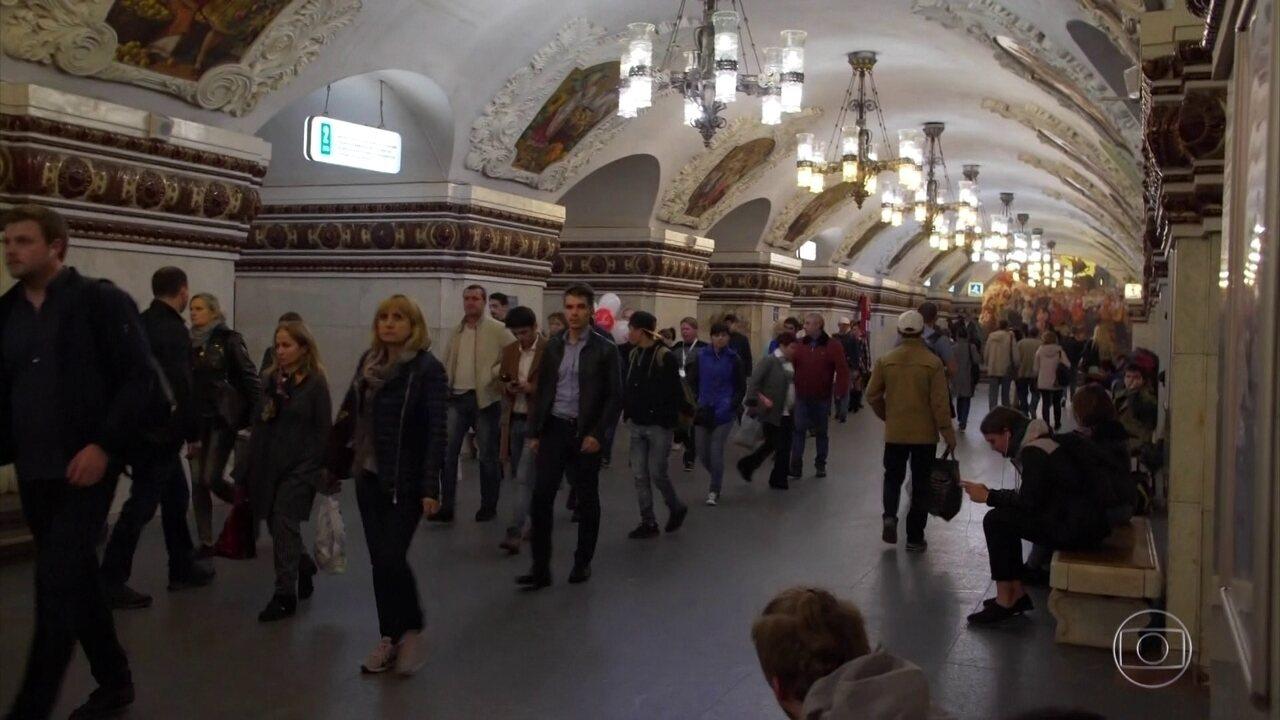 Metrô de Moscou encanta como um palácio subterrâneo