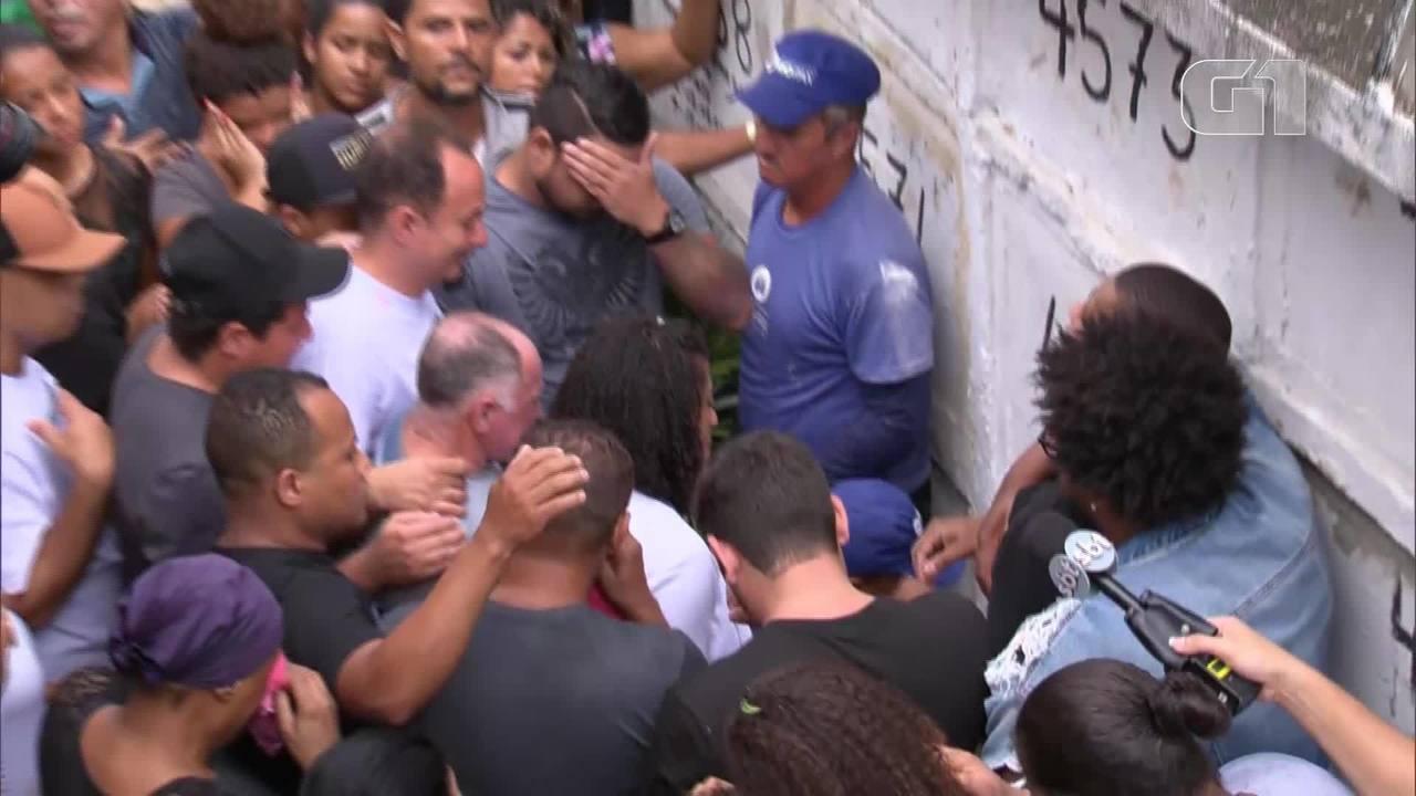 Corpo da menina Àgatha é enterrado na Zona Norte do Rio