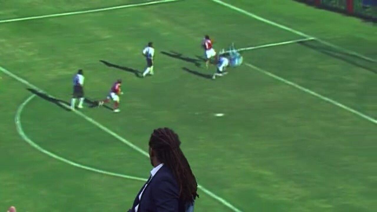 Tinga brinca com pênalti de 2005 contra o Corinthians