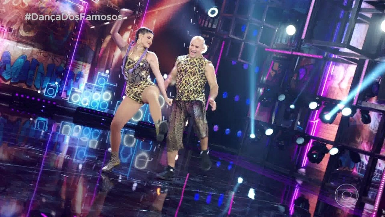 Junior Cigano e Ana Paula Guedes se apresentam no ritmo do funk