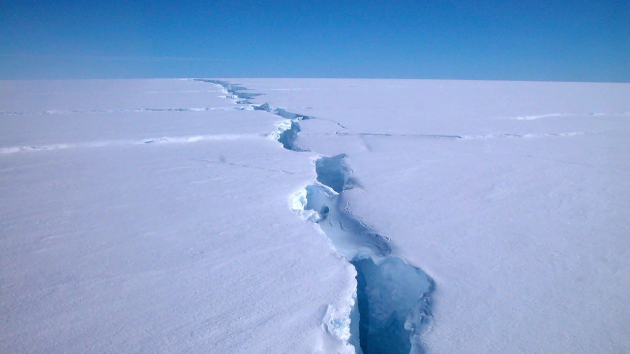 Iceberg maior que a cidade de São Paulo se desprende da Antártida
