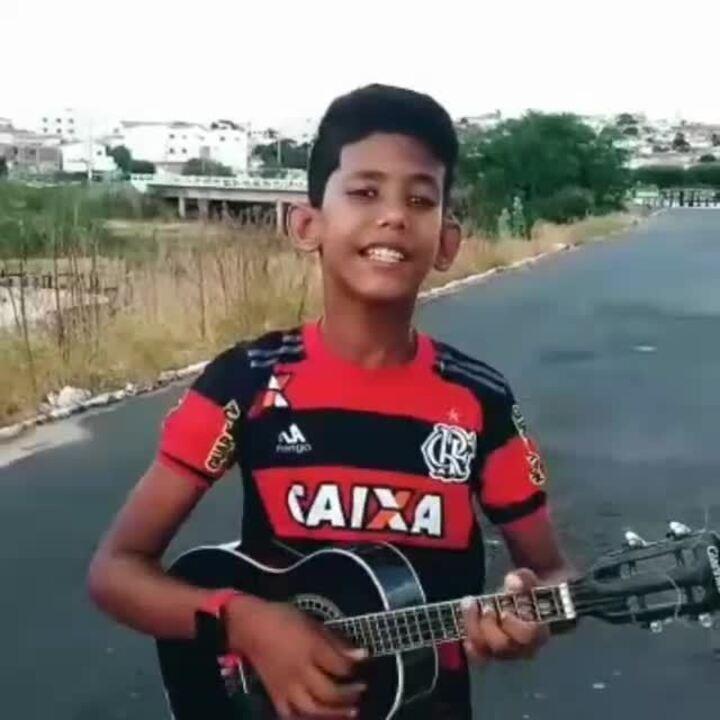 Garoto do interior do RN viraliza com versão de música da torcida do Flamengo