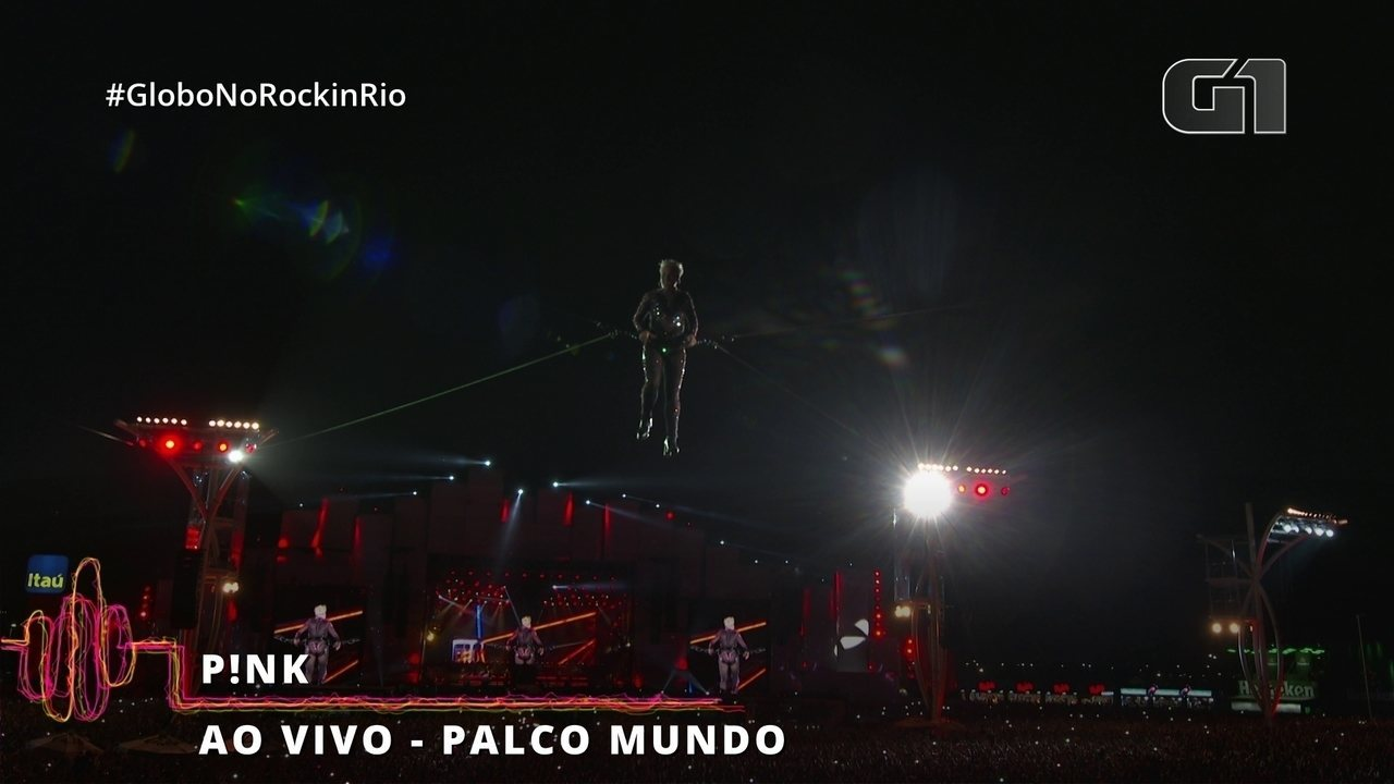 "Pink voa pela Cidade do Rock durante ""So What"""