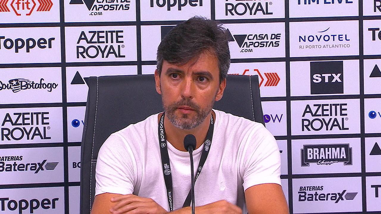 Vice-presidente de futebol, Gustavo Noronha faz o anúncio que Eduardo Barroca não é mais técnico do Botafogo