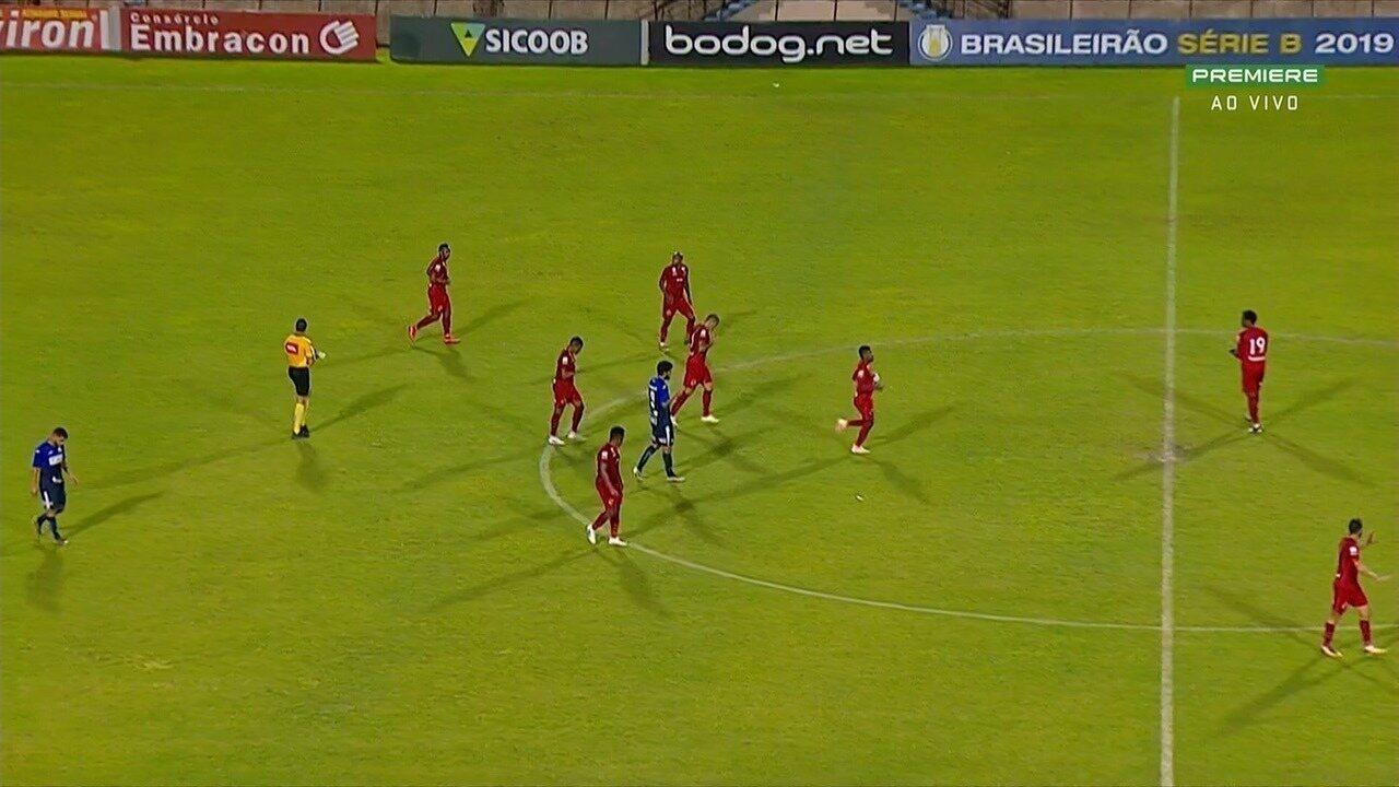 Gol do Vila! Bruno Mezenga solta uma bomba de falta e marca, aos 38 minutos!