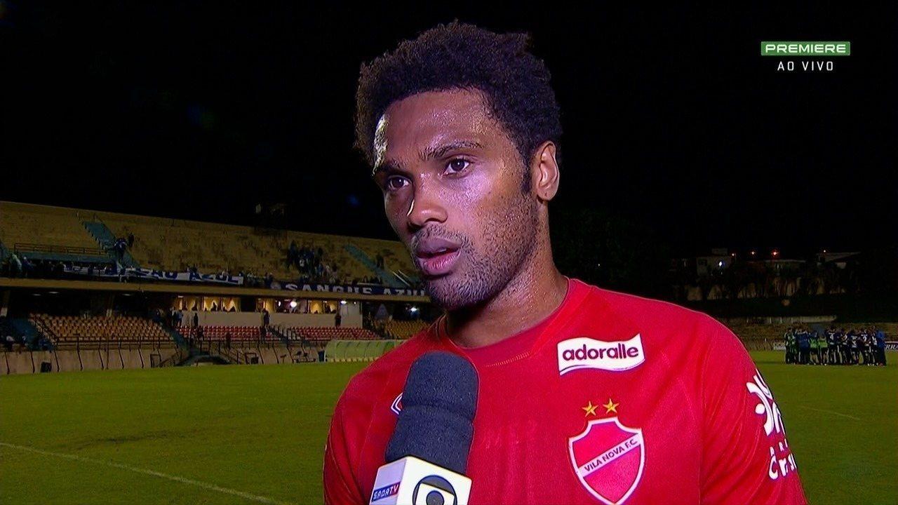 Bruno Mezenga lamenta derrota e praticamente nem comemora belo gol de falta