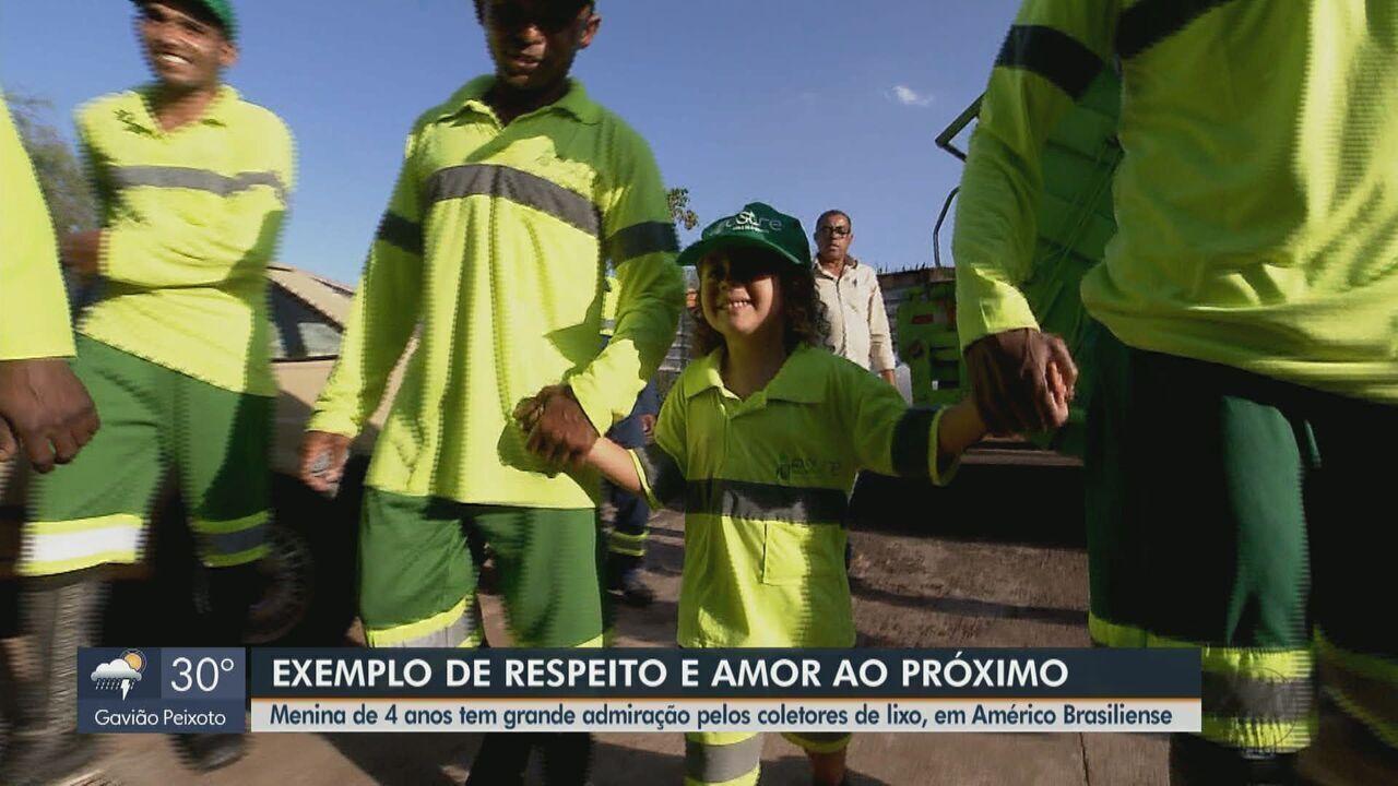 Menina de 4 anos admira coletores de lixo que trabalham em Américo Brasiliense