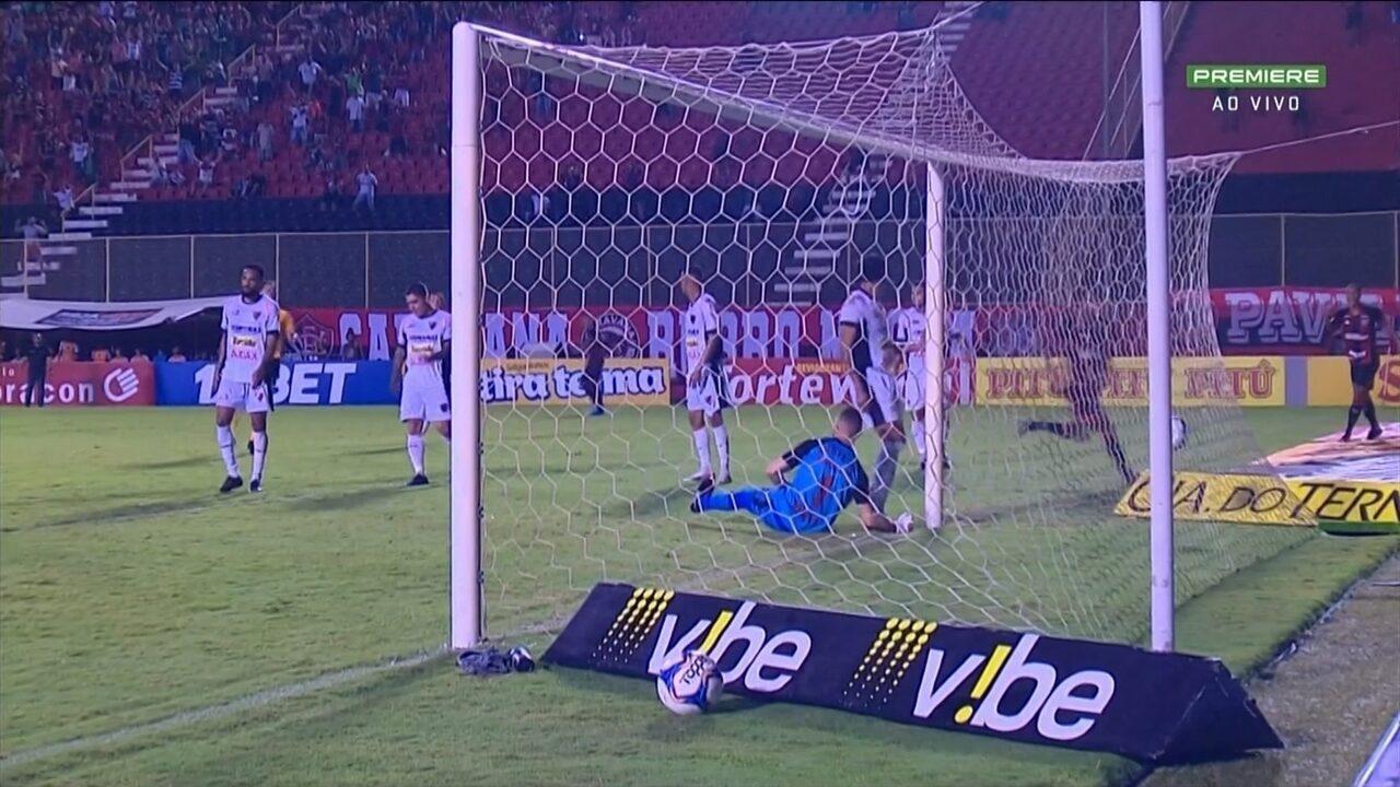 Gol do Vitória! Felipe Garcia desvia de cabeça e marca, aos 32 do 1º Tempo