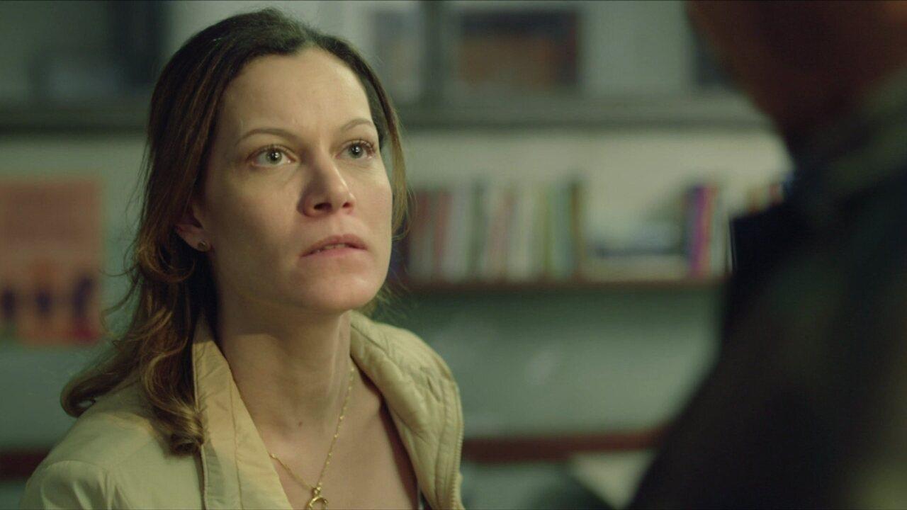 Sônia repreende Giraia por vender remédios na escola