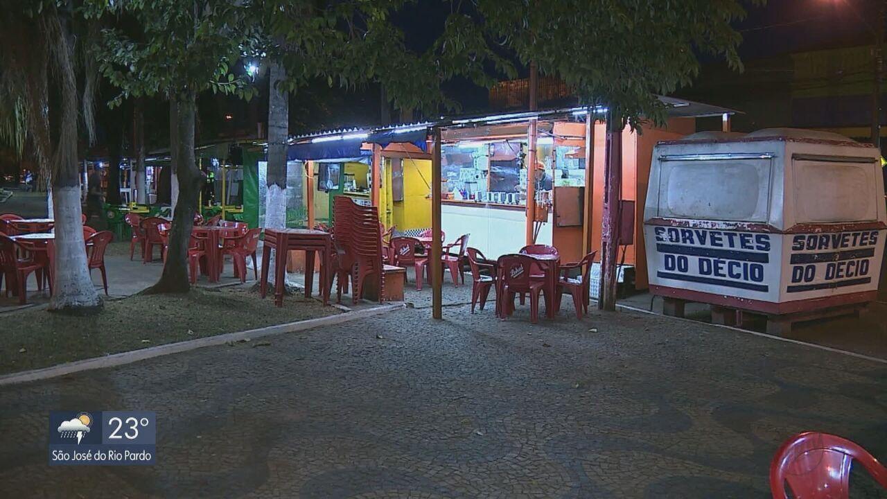 Prefeitura de Leme intima proprietários a retirarem trailers de lanche da Praça da Estação