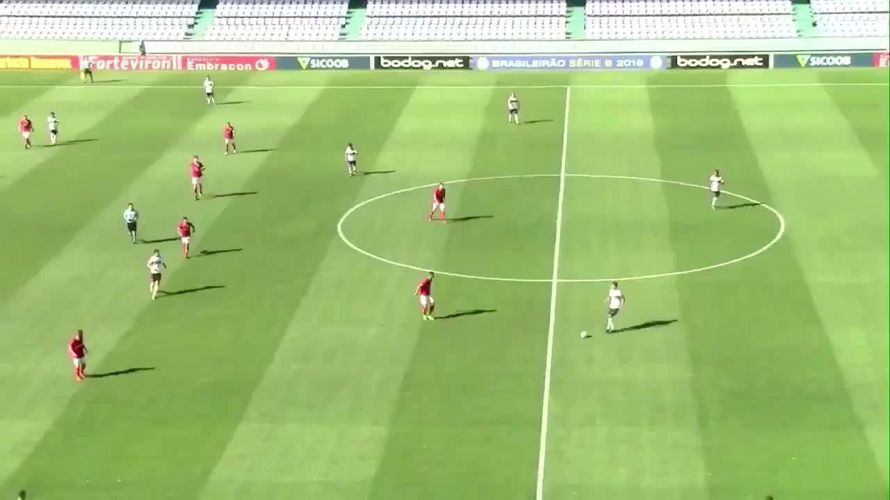 Confira o gol de bicicleta de Pablo Thomáz, do Coritiba, contra Internacional no Sub-20