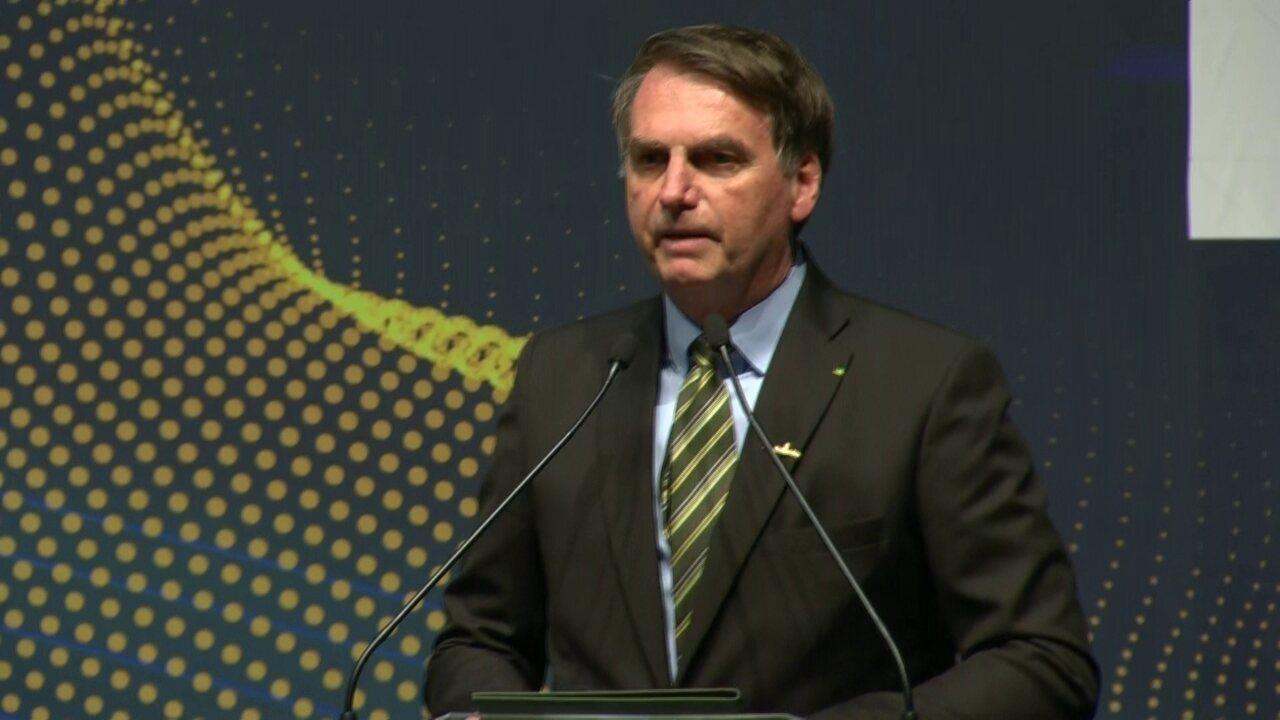 Bolsonaro diz que Brasil tem inimigos internos e externos