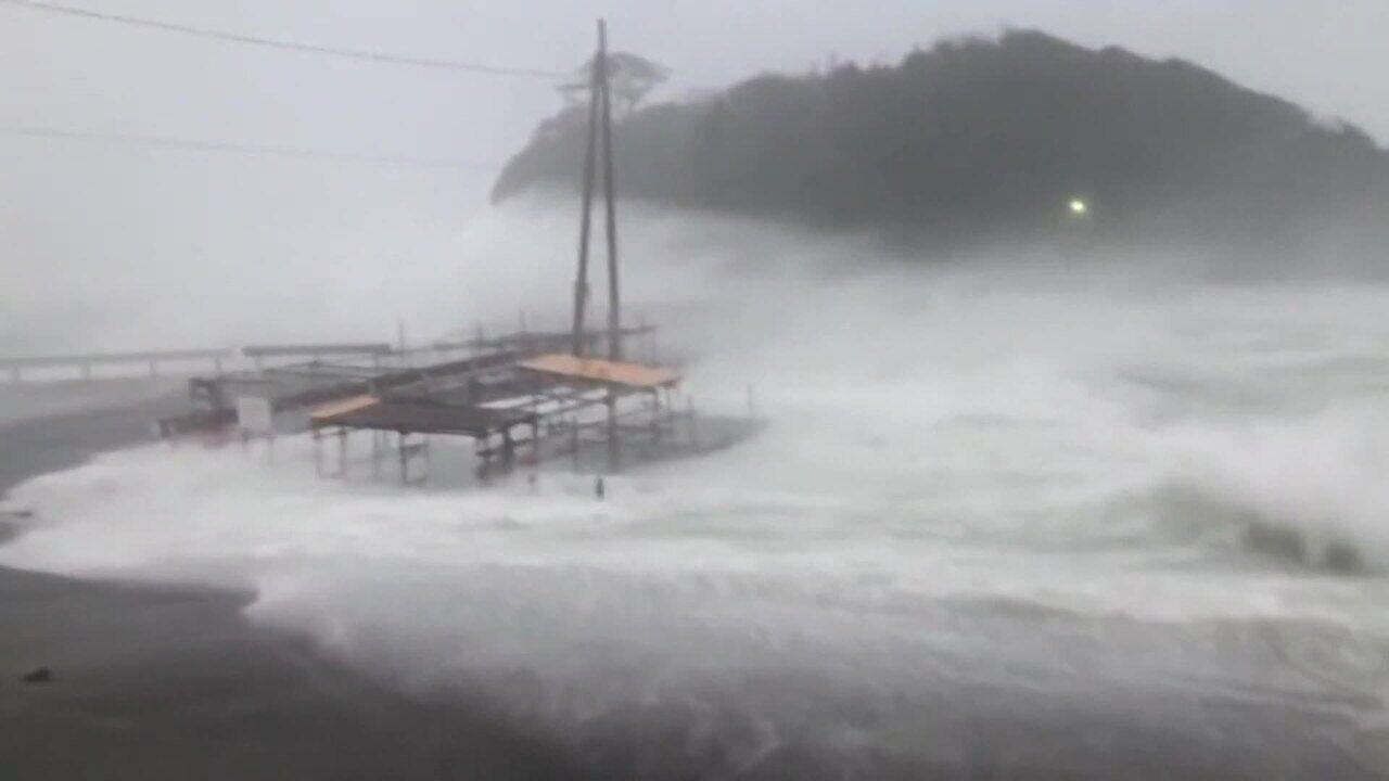 Japão ordena que mais de 3 milhões de pessoas deixem suas casas por causa de tufão