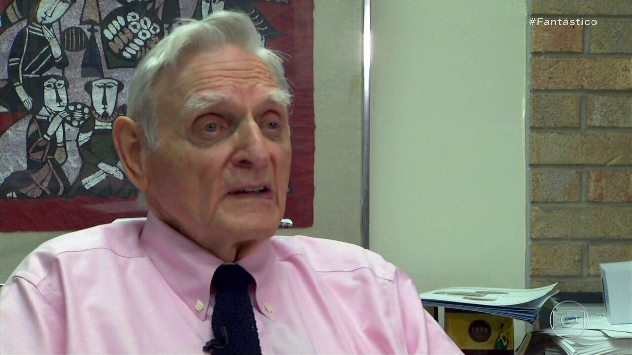 Conheça a história do professor de 97 anos, a pessoa mais velha a ganhar um Nobel
