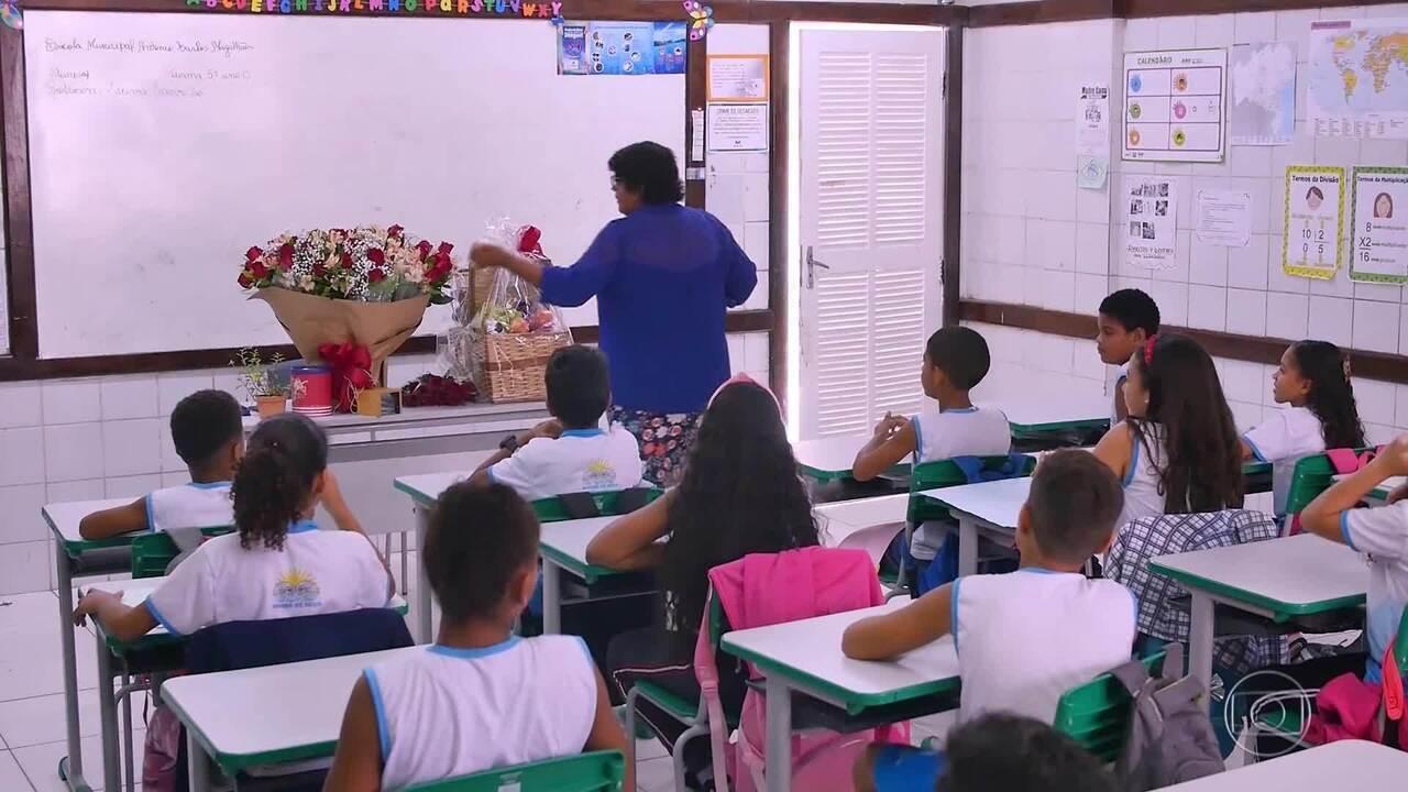 'Caldeirão' faz homenagem à professora na 'Árvore dos Desejos'