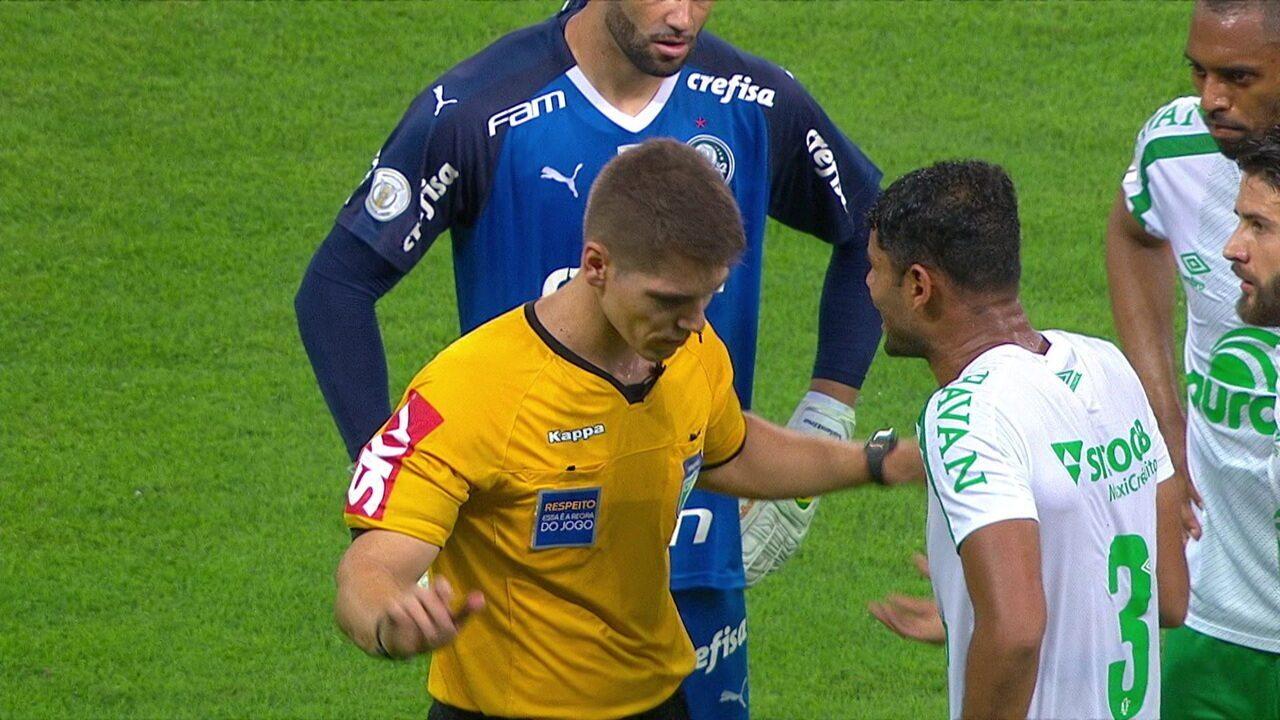 Central do Apito: Sandro Meira Ricci diz que teve exagero do árbitro em expulsão, aos 26' do 2º tempo