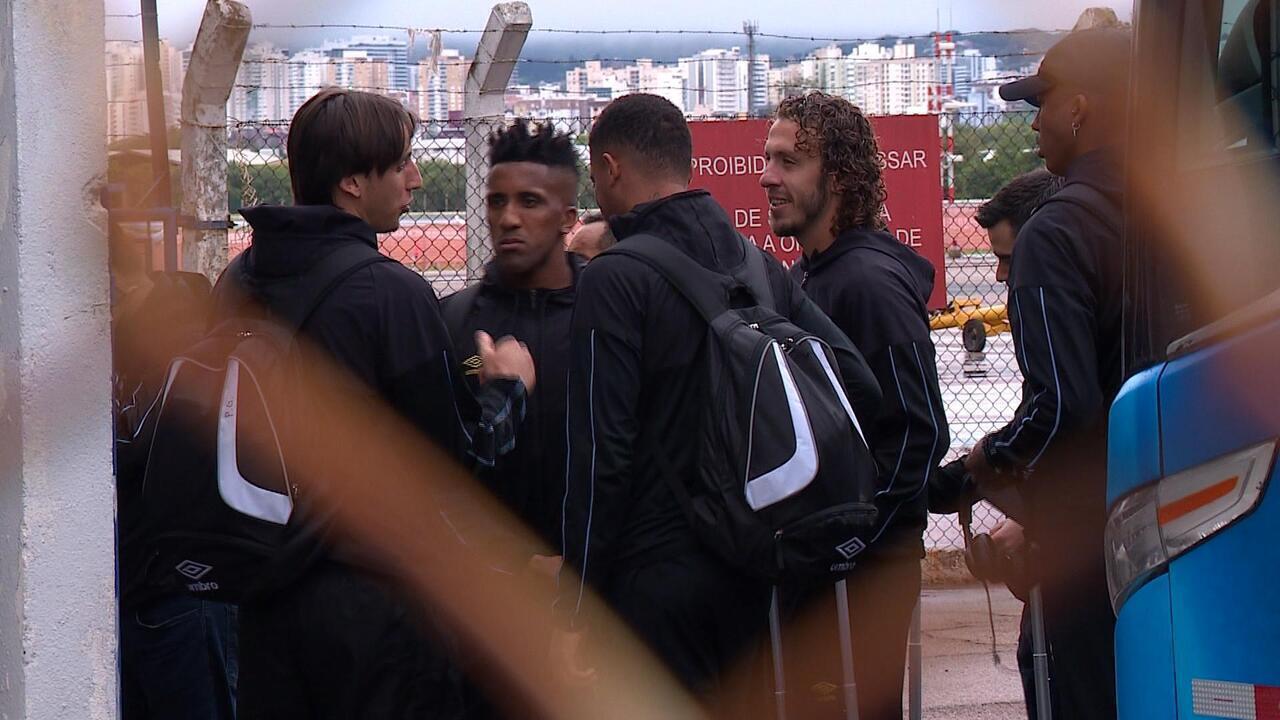 Jogadores do Grêmio embarcam para jogos contra o Fortaleza e Flamengo