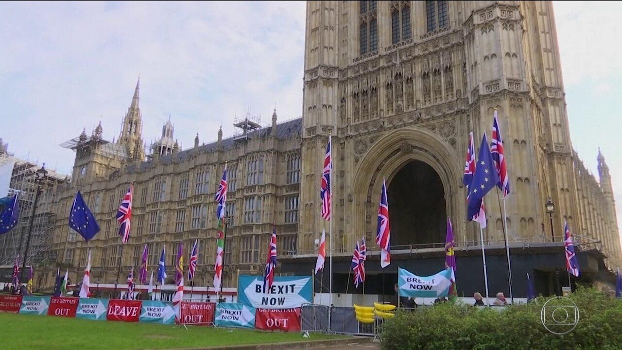 Premiê britânico corre contra o tempo para aprovar acordo do Brexit no Parlamento