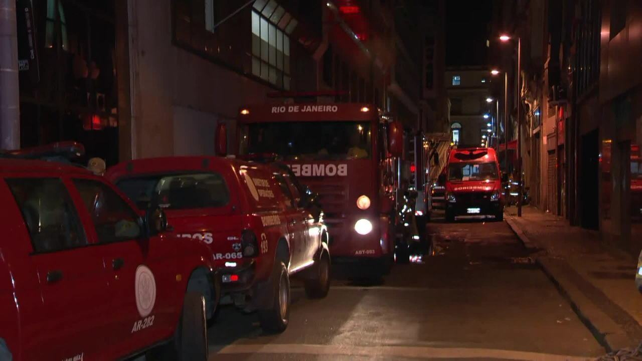 Bombeiros morrem durante combate a incêndio no centro do Rio