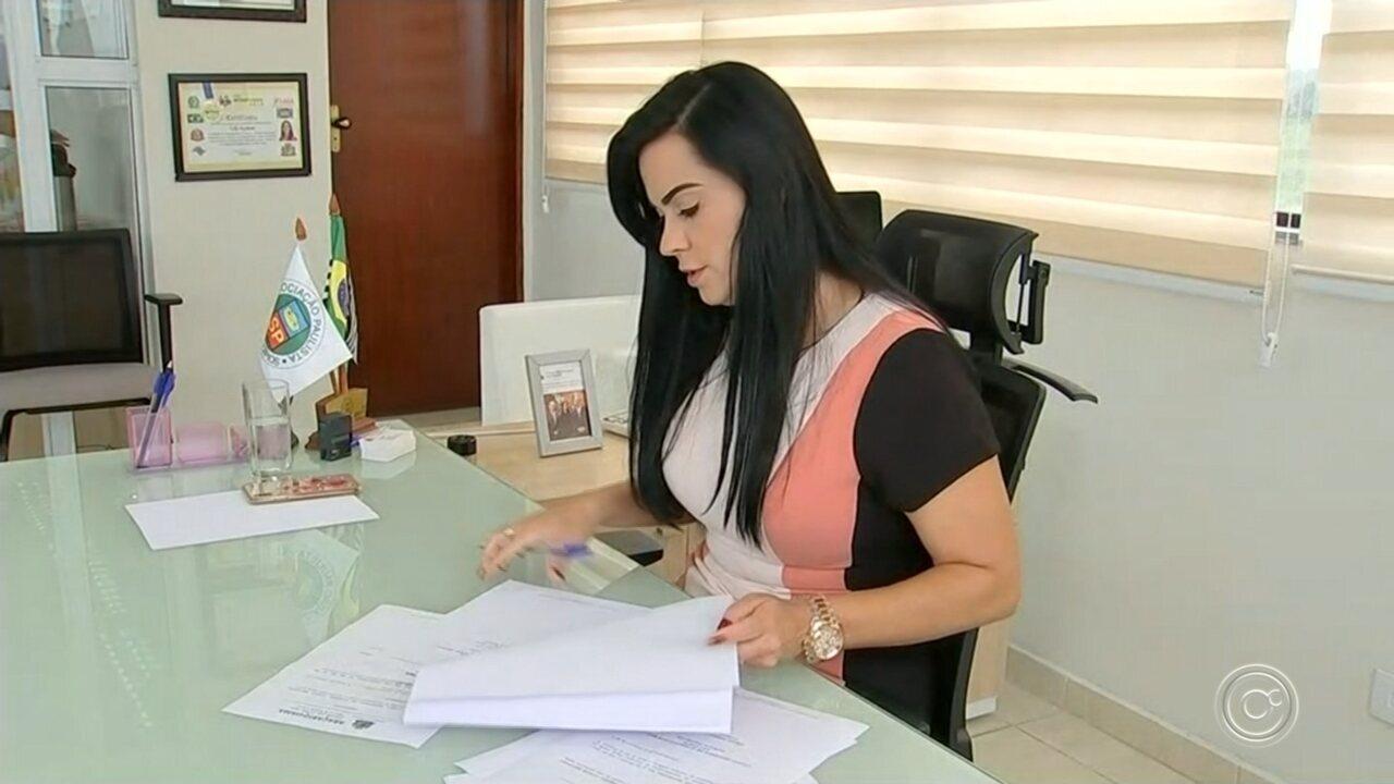 Justiça afasta prefeita após marido ser preso por cobrar propina em Araçariguama