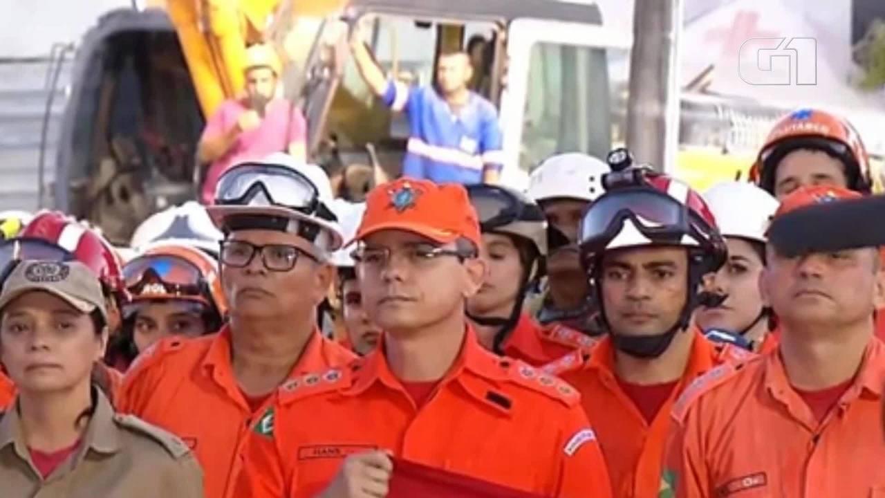 Bombeiros fazem ato solene em homenagem às vítimas de desabamento de prédio em Fortaleza