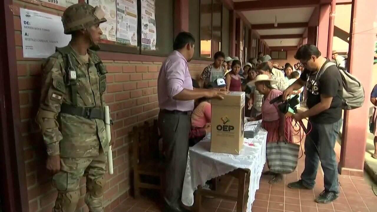 Mais de 7 milhões de pessoas vão às urnas escolher presidente na Bolívia