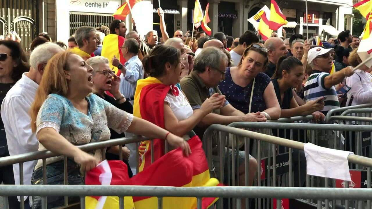 Manifestantes pedem que Catalunha permaneça na Espanha