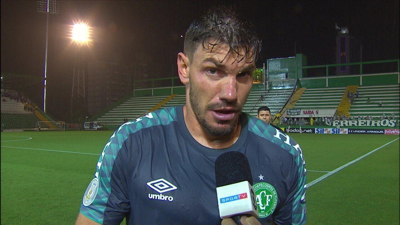 """João Ricardo já fala em jogar a Série B: """"O time tentou. No segundo tempo parece que o campo inclinou"""""""