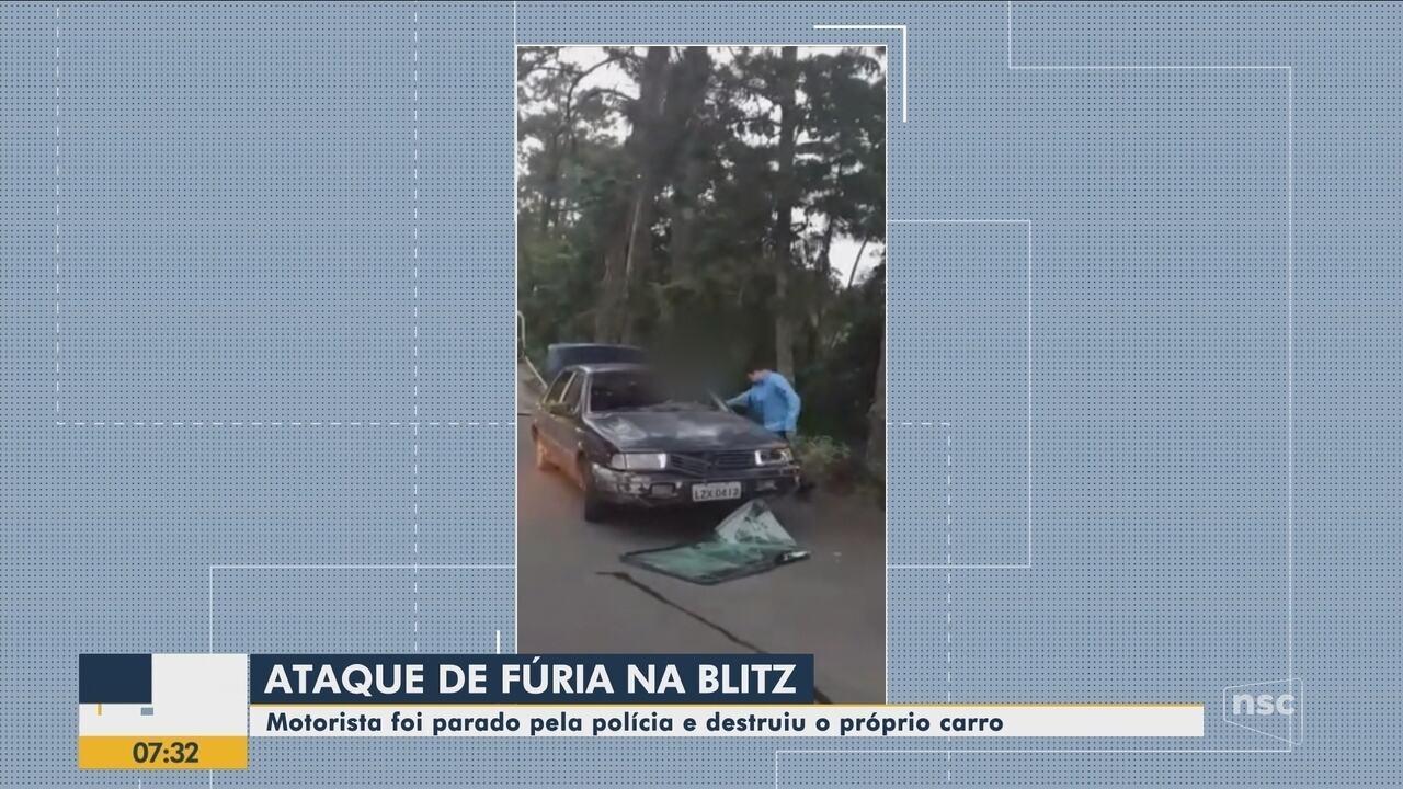 Motorista destrói o carro durante fiscalização no Vale do Itajaí