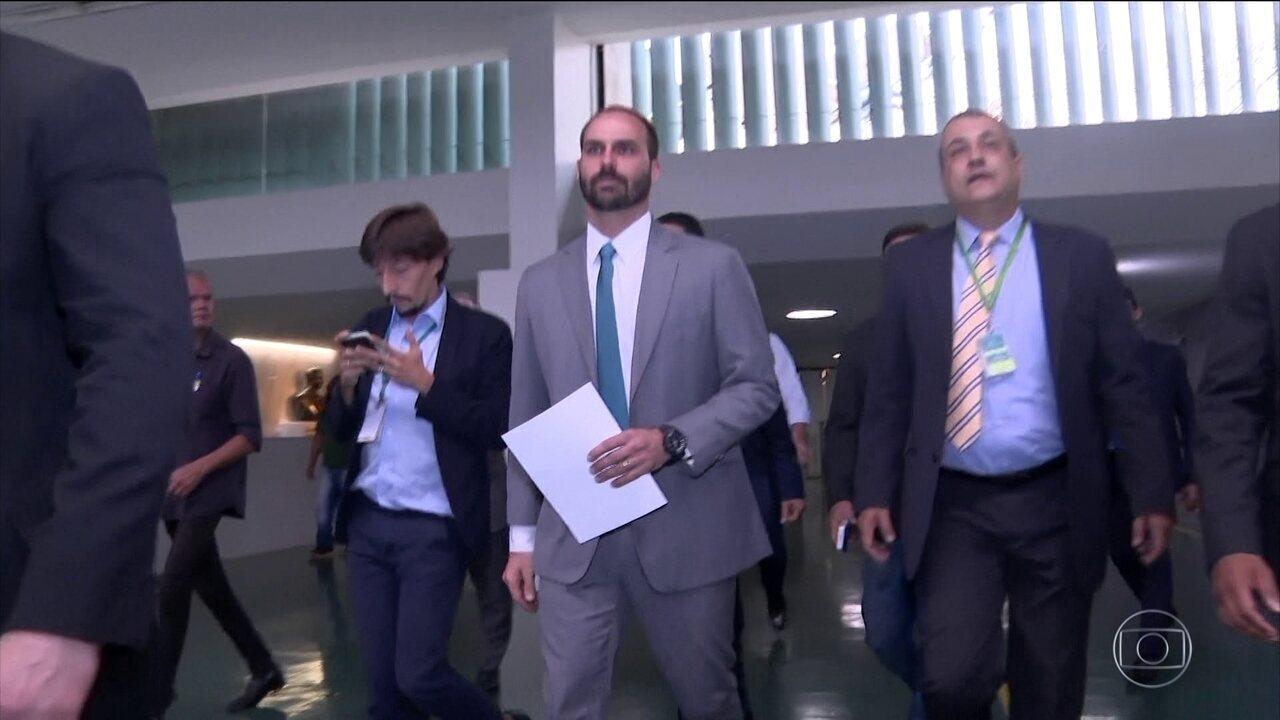 Eduardo Bolsonaro vira líder do partido na Câmara, mas guerra no PSL continua