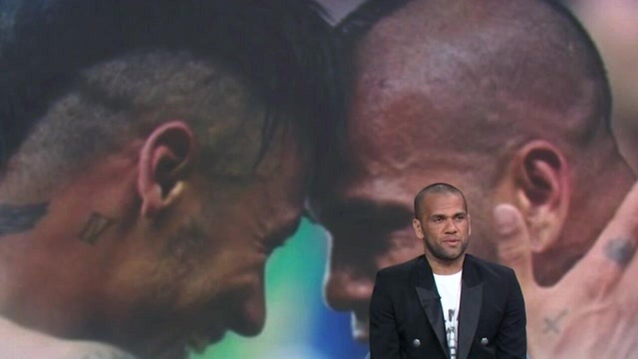 """No """"Grande Círculo"""", Daniel Alves diz que Neymar tem de se posicionar mais"""