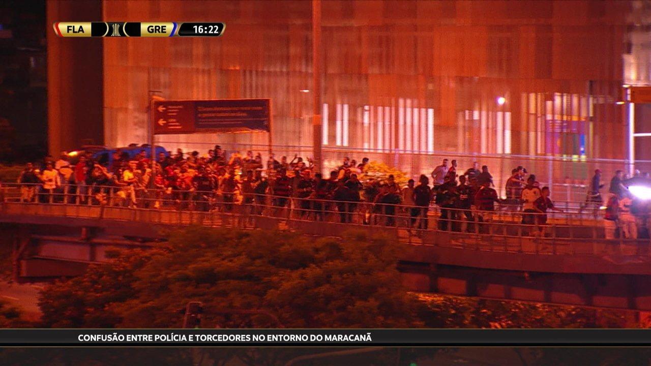 Correria na rampa do metrô e do trem do Maracanã