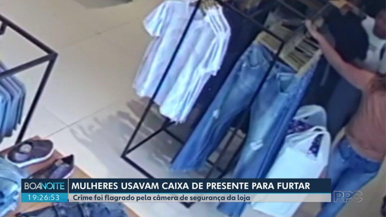 Mulheres são flagradas furtando roupas em lojas