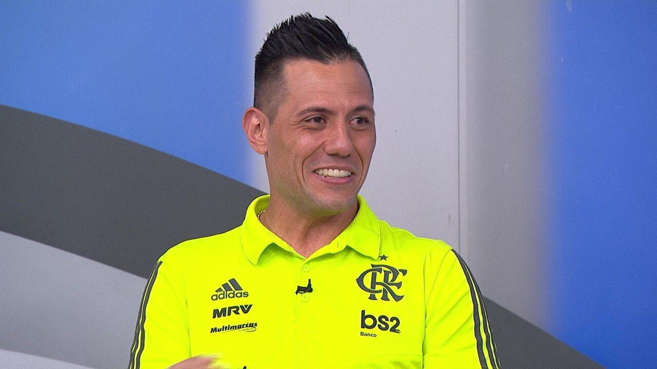"""Diego Alves: """"Chamei de professor, e ele disse: 'Professor é quem ensina, eu sou o mister'"""