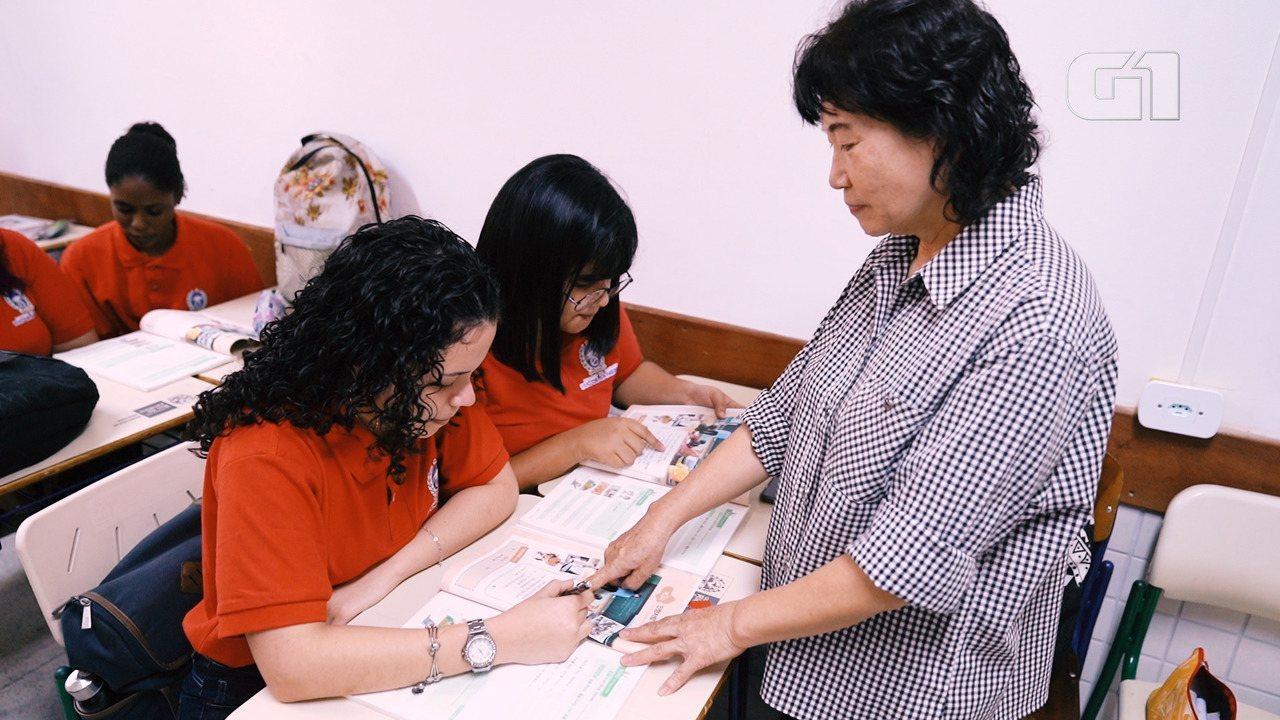 Alunos da rede pública têm aula de coreano na escola