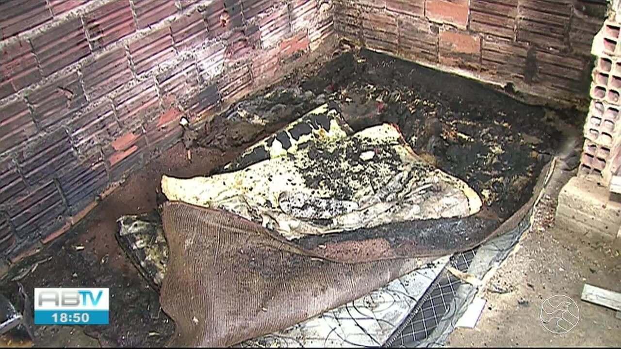 Adolescente tem corpo queimado após acender isqueiro perto de solvente