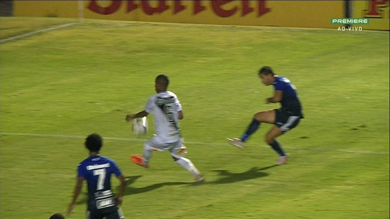 Minho marca mas árbitro marca saída de bola, São Bento pede pênalti, aos 44 do 1º Tempo