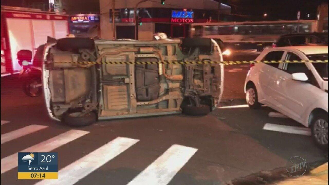 Colisão seguida de tombamento deixa motorista ferido em Franca, SP
