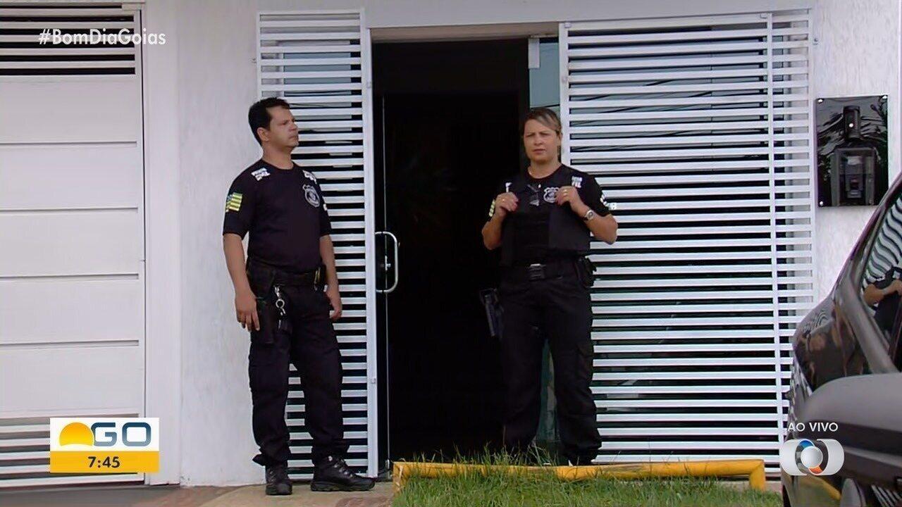 Polícia deflagra operação que apura desvios de recursos públicos e corrupção no Detran-GO